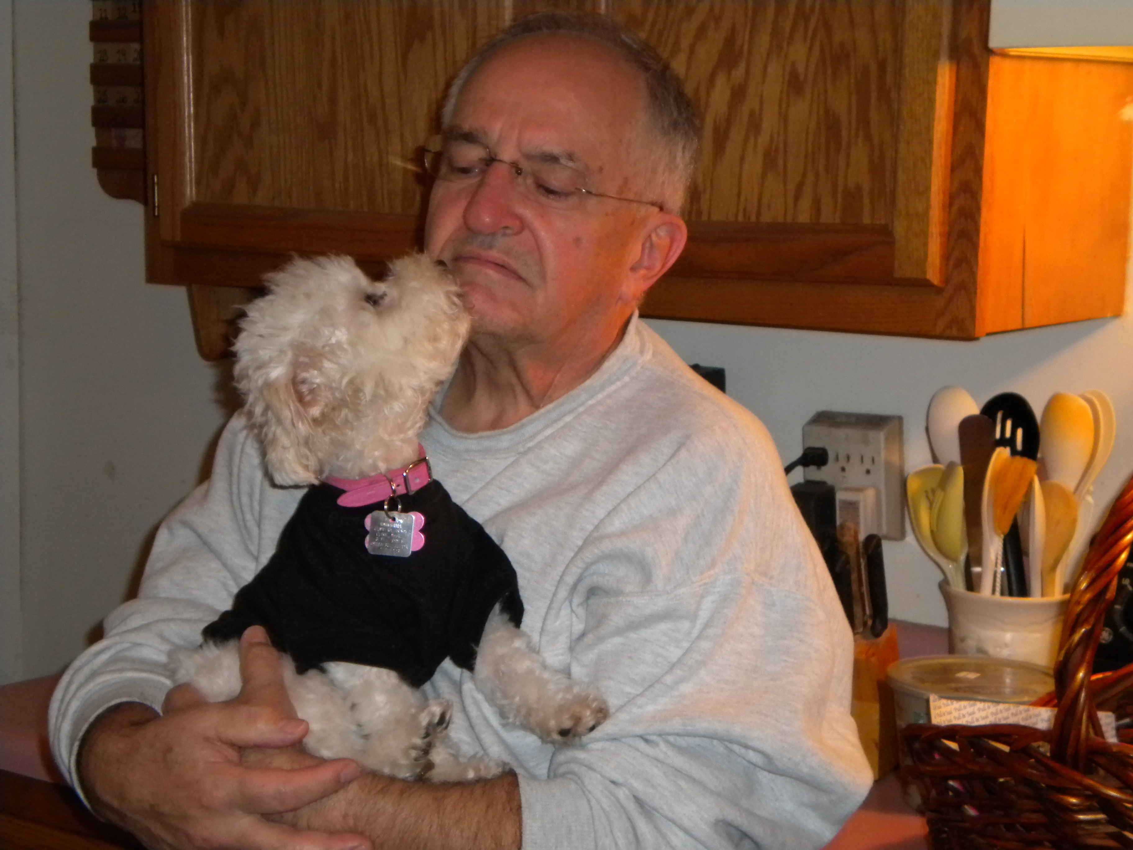 Lily giving her Dad kisses
